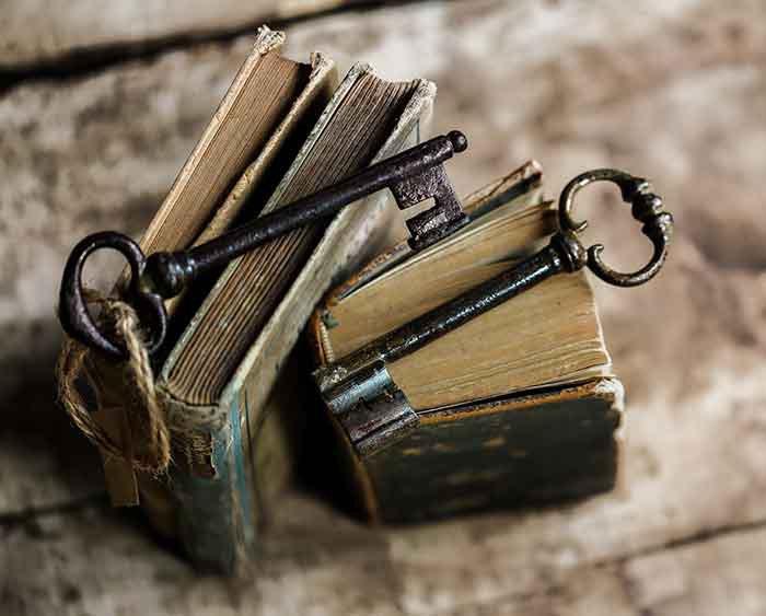 vieux livres et anciennes clés 3